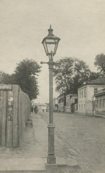 Газовый фонарь на улице Володарского.