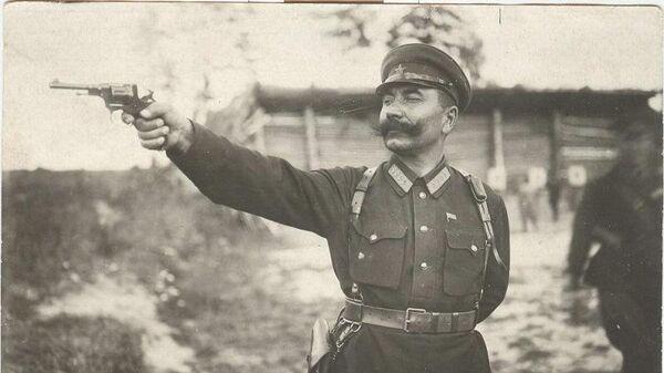 Семен Буденный стреляет из револьвера. 1920 год