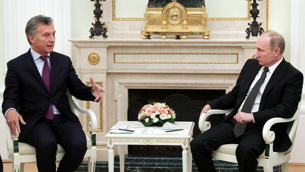 Президент РФ Владимир Путин и президент Аргентины Маурисио Макри во время встречи. 23 января 2018