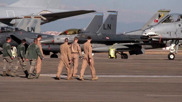 Военнослужащие ВВС США на авиабазе Инджирлик возле Аданы, Турция