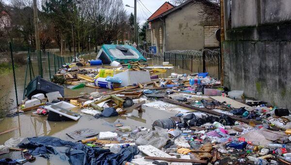 Одна из затопленных улиц в Париже, из-за прошедших ливневых дождей