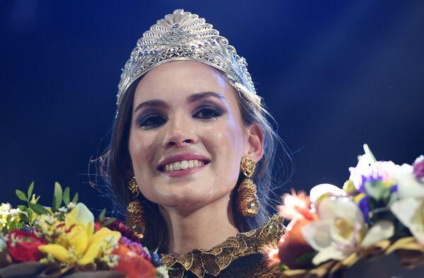 Победительница XX Республиканского конкурса красоты Мисс Татарстан-2017 Камилла Хусаинова на церемонии награждения