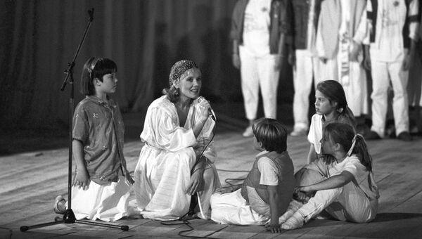 Людмила Сенчина - исполнительница роли доброй феи в советско-американском детском мюзикле Дитя мира
