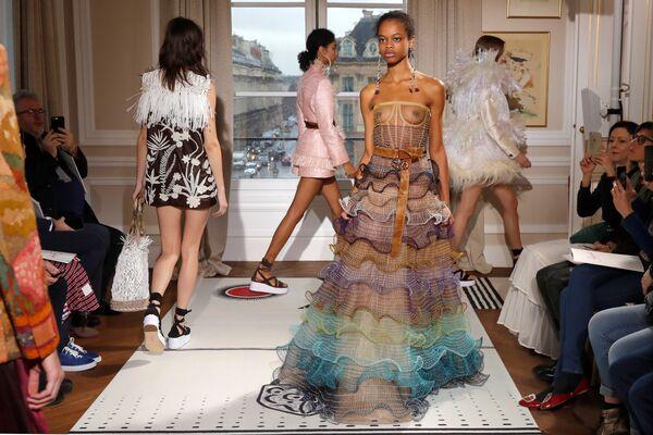 Показ коллекции Бертрана Гийона в рамках Недели высокой моды в Париже