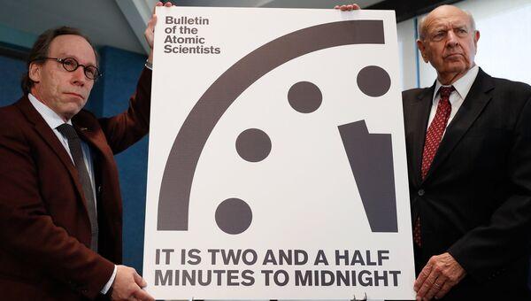 Часы судного дня во время пресс-конференции в Вашингтоне