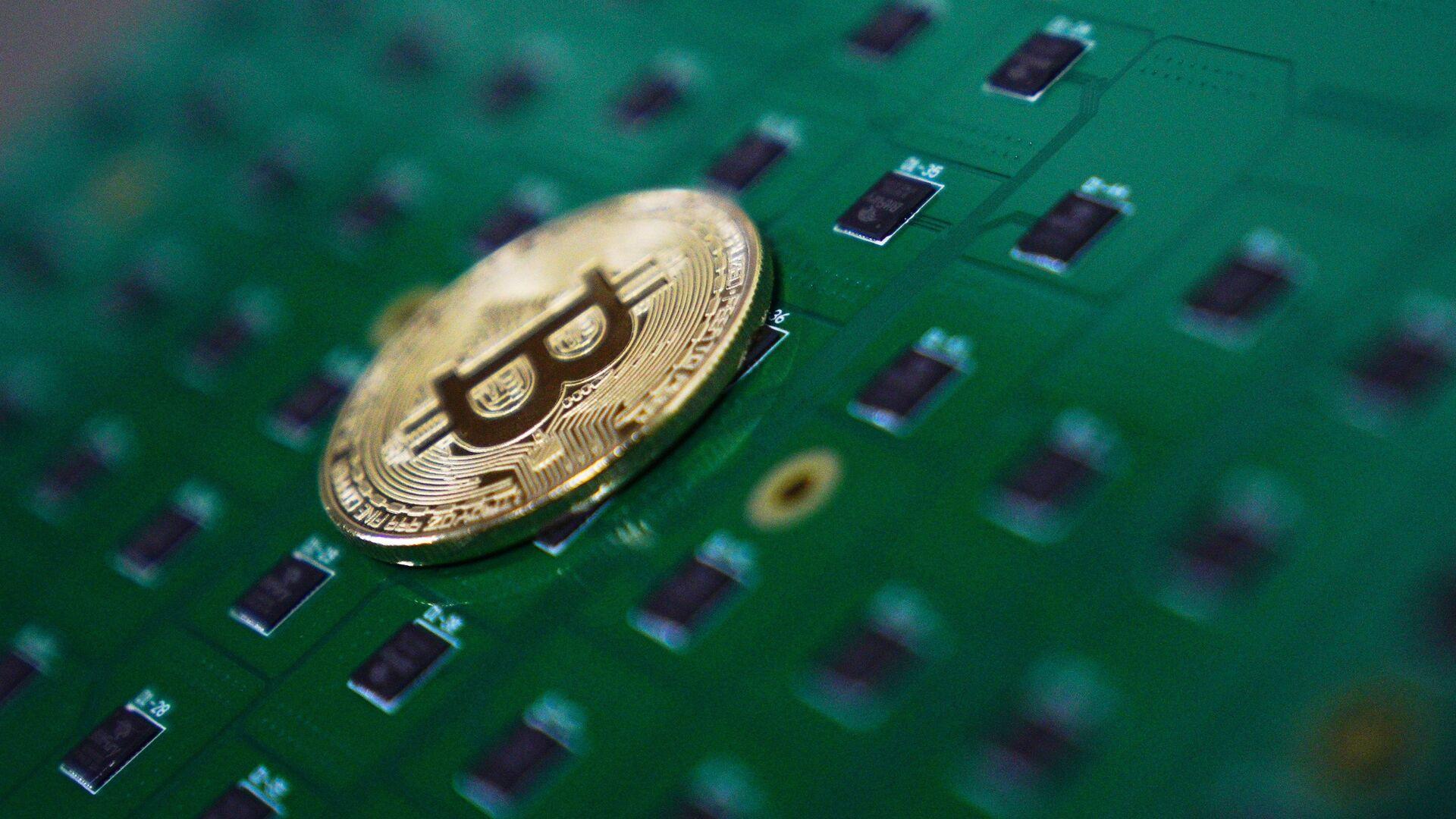 Эксперт предсказал курс биткоина в сто тысяч долларов