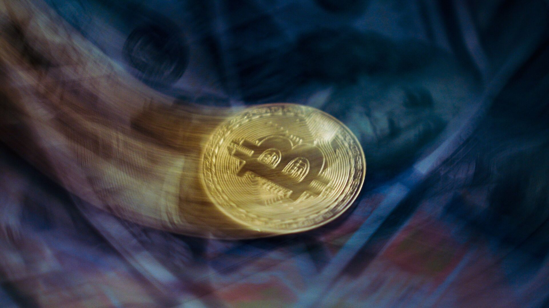 Цена биткоина обвалилась ниже 50 тысяч долларов