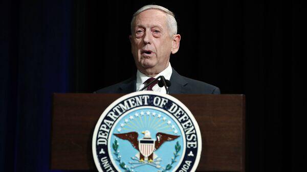 Министр обороны США Джеймс Мэттис на церемонии открытия портрета бывшего министра обороны Эша Картера в Пентагоне. 2 февраля 2018