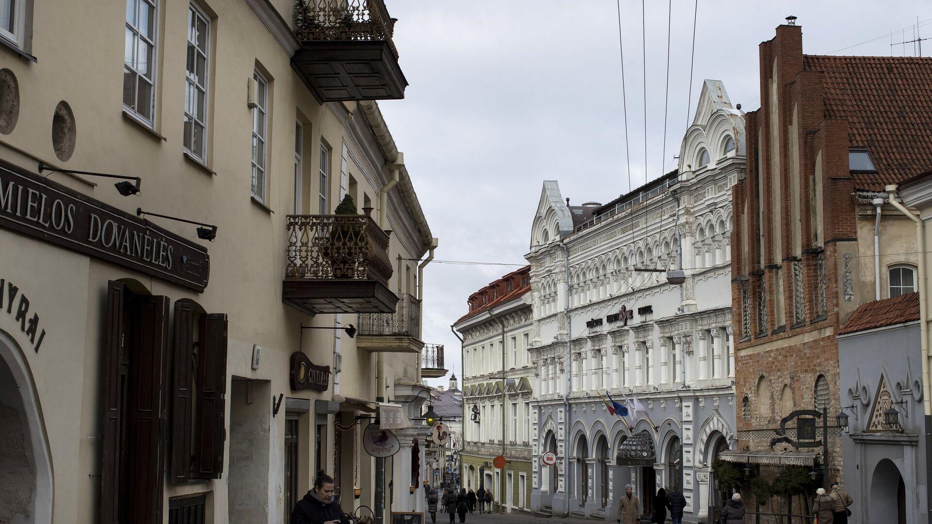 Одна из улиц старого города в Вильнюсе - РИА Новости, 1920, 27.04.2021