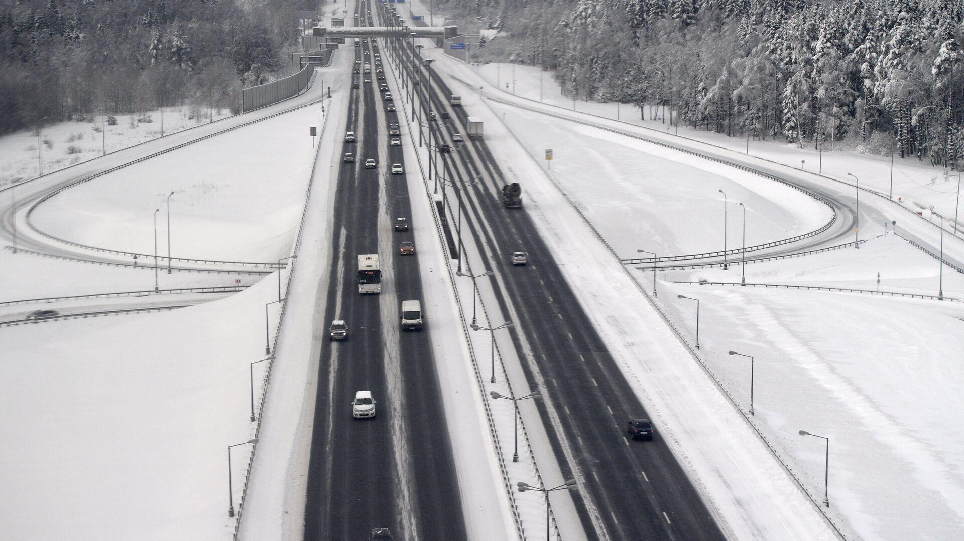 Автомобильное движение на Киевском шоссе - РИА Новости, 1920, 19.02.2021
