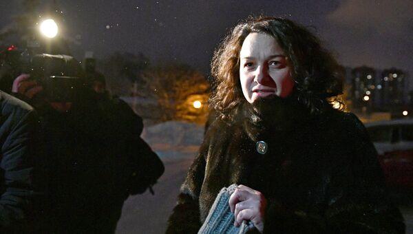 Врача-гематолог Елена Мисюрина у здания Московского городского суда. Архивное фото