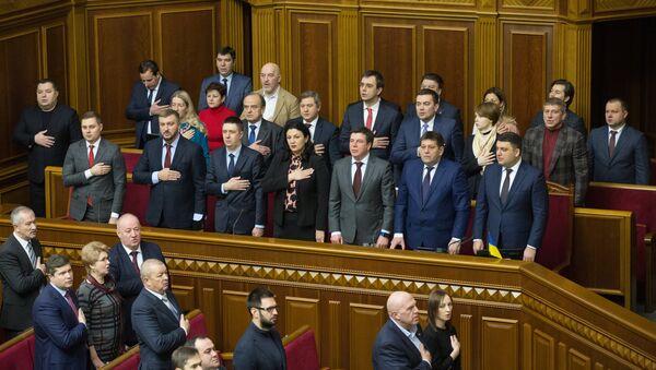Министры в правительственной ложе парламента во время заседания Верховной рады Украины в Киеве