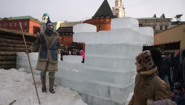 Празднование Масленицы на Площади Революции в Москве