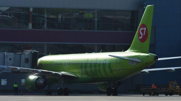 Самолеты Airbus A320 авиакомпании S7 Airlines