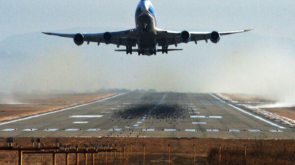 Грузовой самолет Boeing 747-400F авиакомпании AirBridgeCargo в аэропорту Владивостока