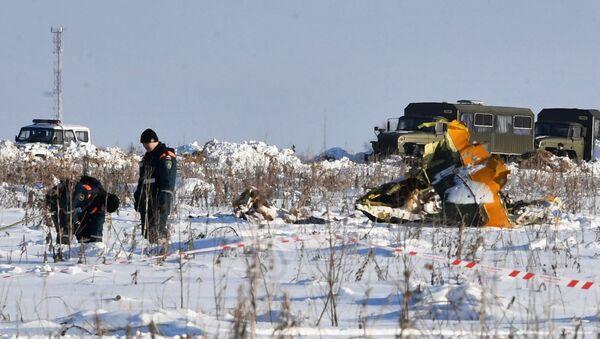 Сотрудники МЧС России на месте крушения Ан-148 в Раменском районе. Архивное фото