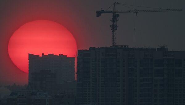 Зимний закат в Москве. Архивное фото