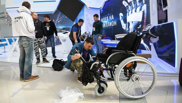 Павильон Банк развития ВЭБ во время подготовки стендов к выставке в рамках Российского инвестиционного форума в Сочи. 14 февраля 2018