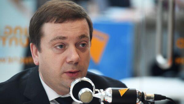 Директор фонда Росконгресс Александр Стуглев во время интервью в студии радио Sputnik на Российском инвестиционном форуме в Сочи. 15 февраля 2018