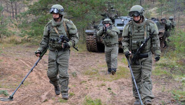 Военнослужащие штурмового инженерно-саперного подразделения вооруженных сил РФ. Архивное фото.