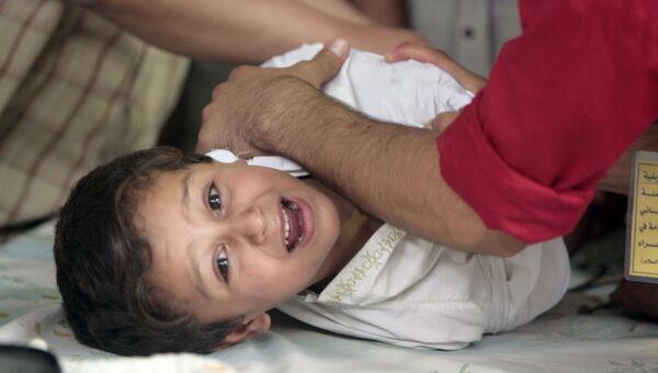 Мальчик плачет во время обряда обрезания в Багдаде. 2009 год