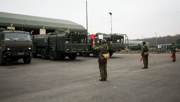 Военнослужащие во время учений оперативно-тактического ракетного комплекса (ОТРК) Искандер-М. Архивное фото