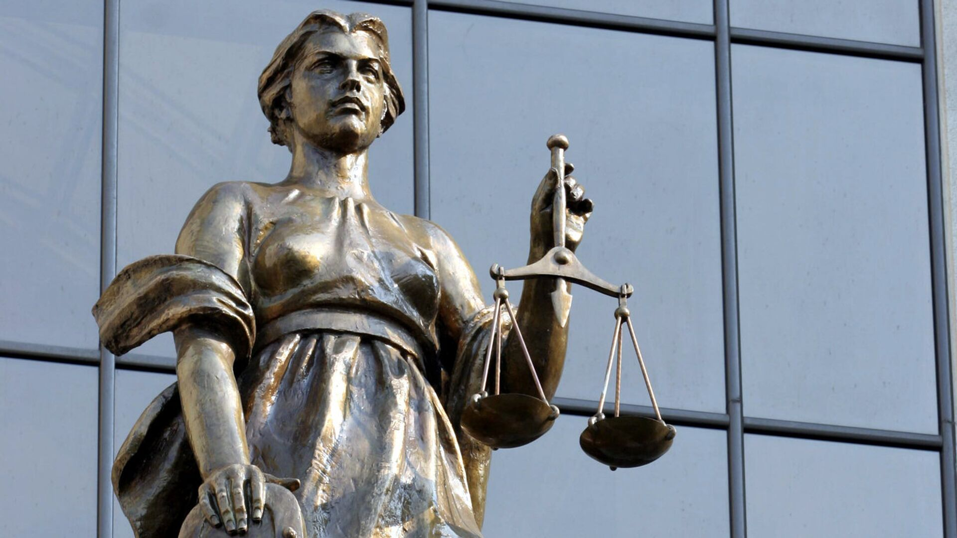 Статуя древнегреческой богини правосудия Фемиды на фасаде здания Верховного суда РФ - РИА Новости, 1920, 25.11.2020