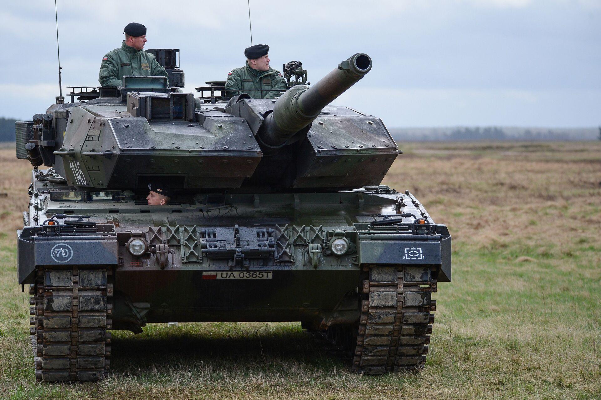 Танк PT-91 Тварды на церемонии приветствия многонационального батальона НАТО под руководством США в польском Ожише - РИА Новости, 1920, 05.02.2021