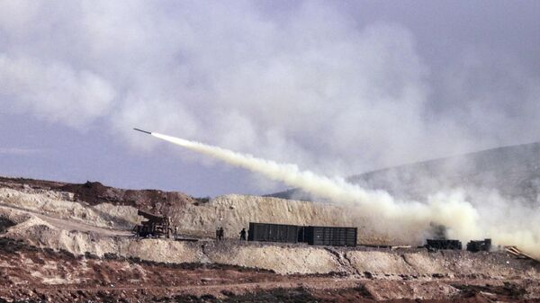 Турецкая артиллерия стреляет по позициям курдских формирований в районе Африна, Сирия=