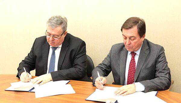 Генеральный директор Швабе Алексей Патрикеев и ректор БелГУ Олег Полухин подписали соглашение о сотрудничестве