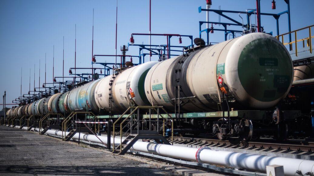 В Киеве заявили об угрозе коллапса из-за запрета поставок нефти из России