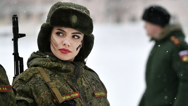 Участница во время конкурса красоты и профессионального мастерства среди женщин-военнослужащих ракетных войск стратегического назначения. Архивное фото