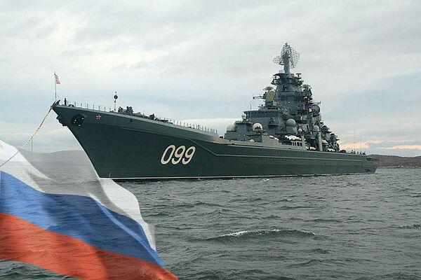Флагман Северного флота, атомный ракетный крейсер Петр Великий вышел для участия в учениях в Карибском море, флаг России