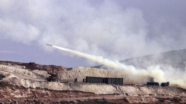 Турецкая артиллерия стреляет по сирийским курдским позициям в районе Африна в Сирии