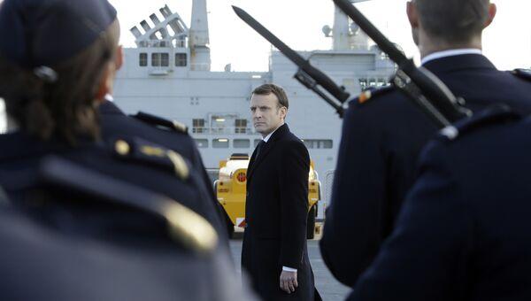 Президент Франции Эммануэль Макрон в военном порту в Тулоне. Архивное фото