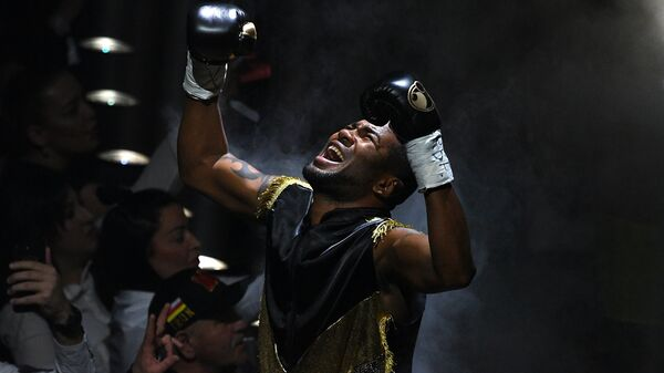 Юниер Дортикос (Куба) перед полуфинальным поединком Всемирной боксерской суперсерии с Муратом Гассиевым (Россия) в Сочи