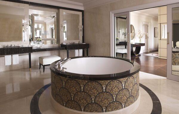 Королевский люкс «Пожарский» в отеле Four seasons