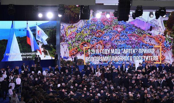 Перед началом оглашения ежегодного послания президента Российской Федерации Федеральному Собранию