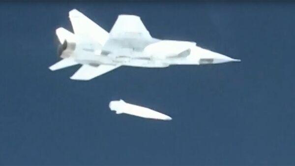 Демонстрация испытания авиационного ракетного комплекса Кинжал во время трансляции послания президента РФ Владимира Путина Федеральному собранию