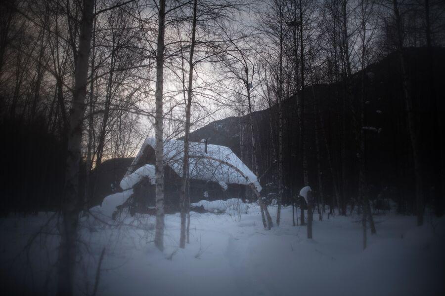 Изба по пути к заимке Лыковых