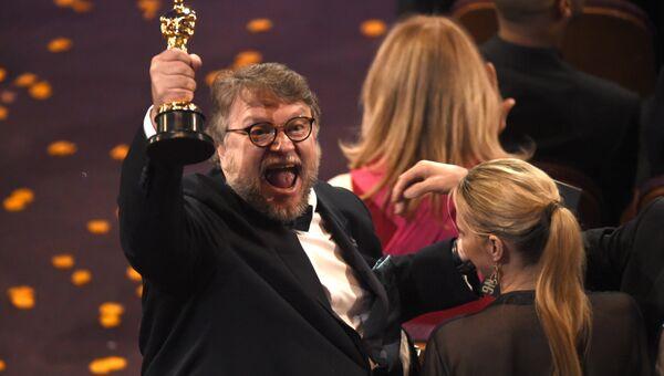 Гильермо дель Торо на церемонии вручения премии Оскар