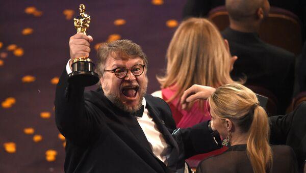 Фильм мексиканского режиссера Гильермо дель Торо Форма воды завоевал главную награду киноакадемии Оскар в категории Лучший фильм года.  5 марта 2018