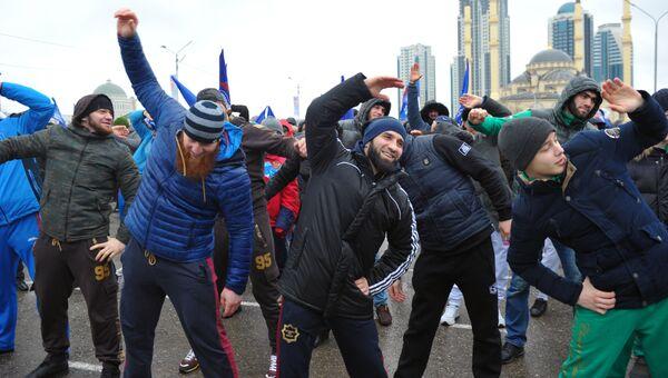 Местные жители на акции Межнациональная зарядка 180318: выбор чемпионов! в Грозном. 5 марта 2018