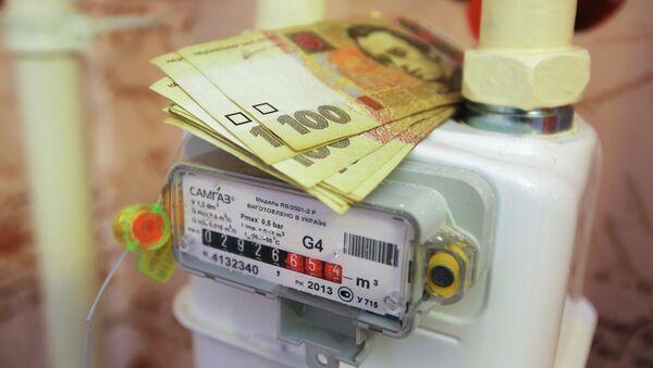 Денежные купюры Украины на газовом счетчике. Архивное фото