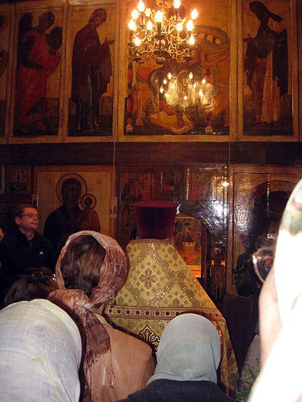 Блаженного Первое богослужение в отреставрированной церкви преподобного Александра Свирского в соборе Василия