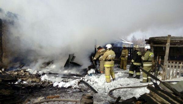 Последствия пожара в частном двухквартирном доме в деревне Кирсаново Горьковского района Омской области. 9 марта 2018