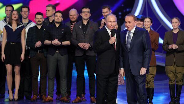 Владимир Путин во время посещения игры 1/8 финала Высшей лиги КВН. 9 марта 2018