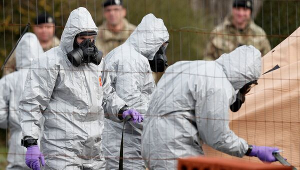 Британские военнослужащие во время следственных мероприятий, связанных с отравлением бывшего полковника ГРУ Сергея Скрипаля