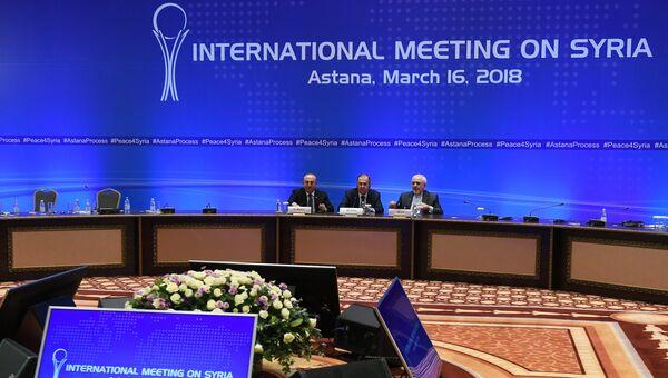 Министр иностранных дел РФ Сергей Лавровов время совместной пресс-конференции по итогам встречи глав МИД стран-гарантов перемирия в Сирии  в Астане. 16 марта 2018
