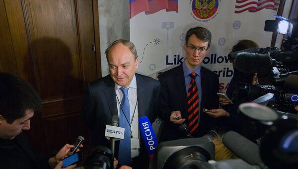 Посол РФ в США Анатолий Антонов на избирательном участке в посольстве РФ в Вашингтоне во время голосования на выборах президента РФ. 18 марта 2018